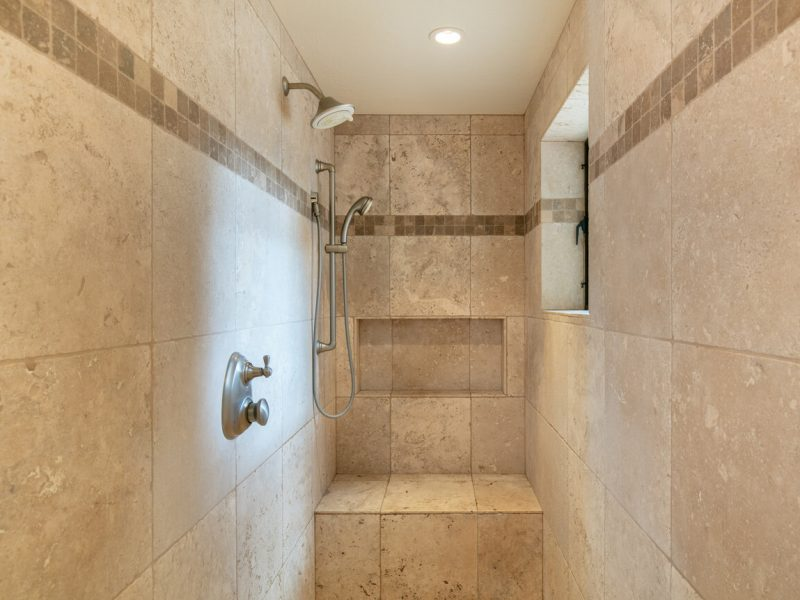 wet room Walk-in shower made of tile