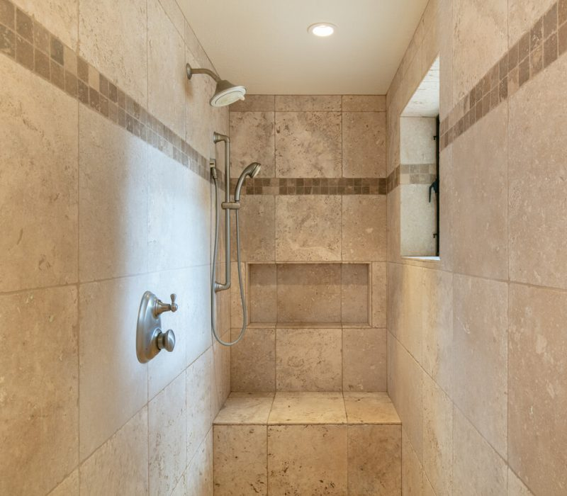 wet room Walk-in shower made of tile