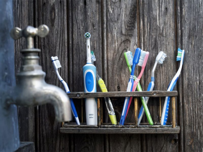 Selection of manual and electric tooth brushes