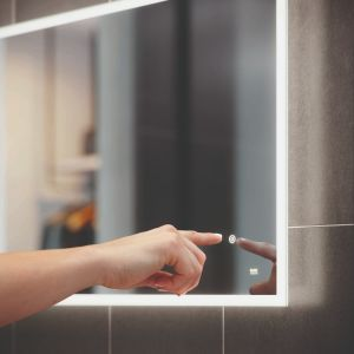 RAK Demeter Round Magnifying Mirror With Light Lifestyle
