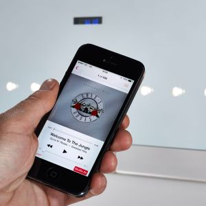 Controlling the bluetooth mirror with an iphone