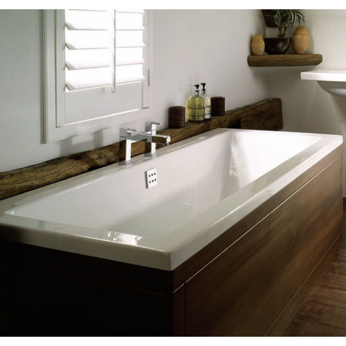 Frontline Carrera Luxury Double Ended Bath in Situation