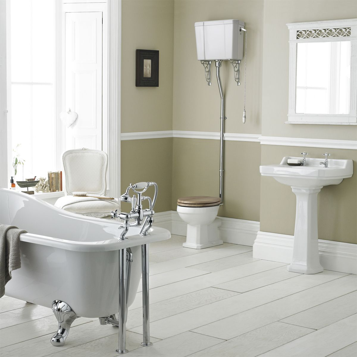 Hudson Reed Richmond Traditional High Level Bathroom Suite with Slipper Bath